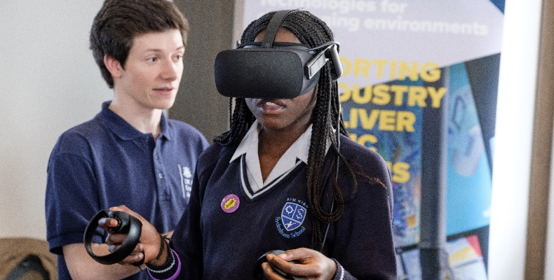 Girl-VR-virtual-reality-IET-engfest-2019