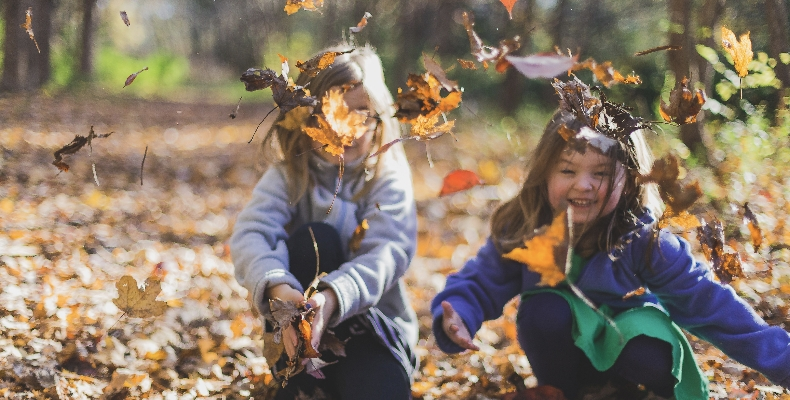 children-playing-outside-leaves-autumn